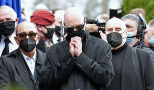 Krzysztof Igor Krawczyk podczas uroczystości pogrzebowych ojca