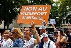 Francja. Protesty przeciw przepustkom covidowym słabną