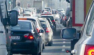 Politycy zatruwają życie kierowcom. Oto nasze wyliczenia