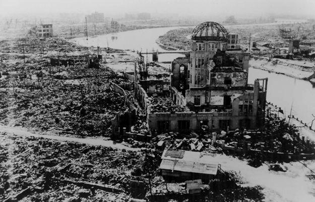 Zdjęcie przedstawiające zniszczenia po eksplozji bomby atomowej w Hiroszimie