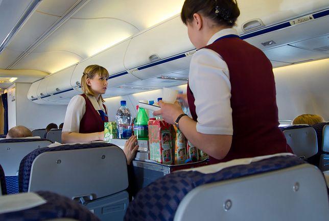 Bycie stewardessą to wielkie wyzwanie dla młodych dziewcząt