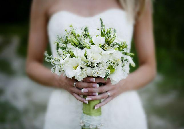 Suknia ślubna panny młodej wywoła dyskusję. Kontrowersyjna i nietypowa
