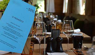 Klienci tej restauracji za dania z grilla, które zjedzą na tarasie, będą mogli zapłacić tylko pół ceny.