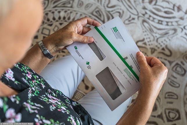 Trzynasta emerytura może zachęcić wielu seniorów, by zrezygnować z pracy i złożyć w ZUS wniosek o przyznanie świadczenia