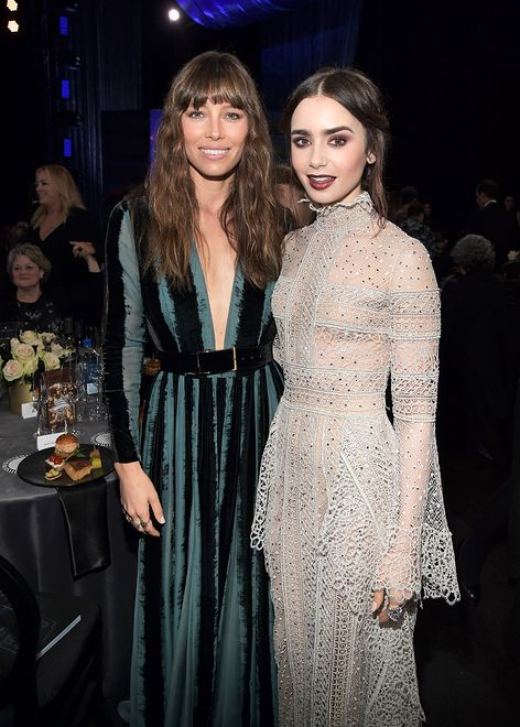 LOOK OF THE DAY: Lily Collins w wiktoriańskiej sukni Elie Saab