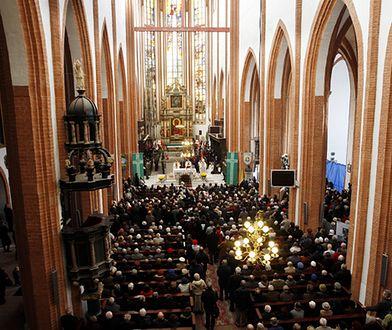 Katolicy radośnie ogłaszają Zmartwychwstanie Chrystusa