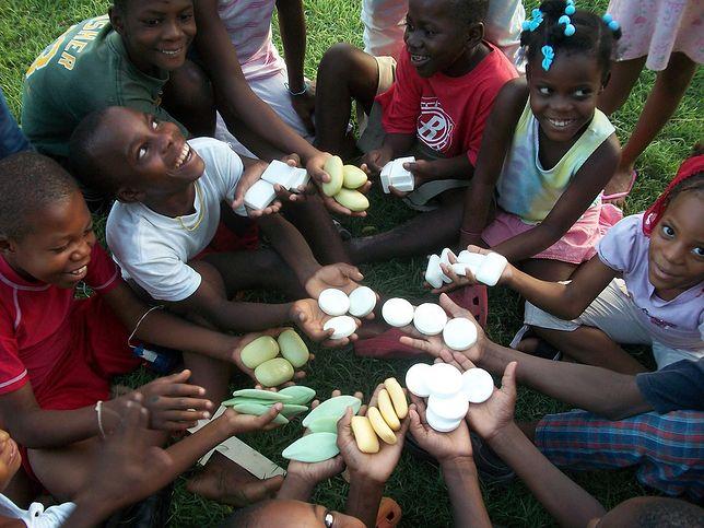 Dzieci z Haiti dostały zapas środków czystości