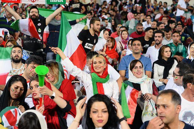 Iranki na stadionie w Teheranie