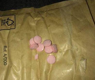Takie tabletki znalazła u swojego dziecka Amy