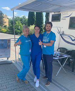 Lekarka przerobiła swój kamper na mobilny punkt szczepień przeciw COVID-19. Nietypowy objazd po Małopolsce