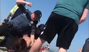 Funkcjonariusz okładał kobietę pięścią. Wszystko widać na nagraniu