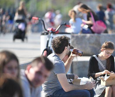 W czwartek warszawscy radni zabronili picia alkoholu na bulwarach