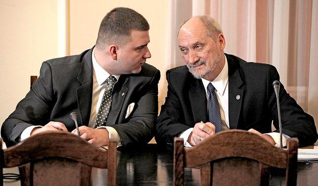 Misiewicz wykończył Macierewicza jako ministra?