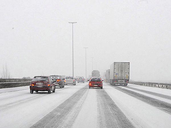 IMGW ostrzega przed zawiejami i zamieciami. Spadnie nawet 15 cm śniegu