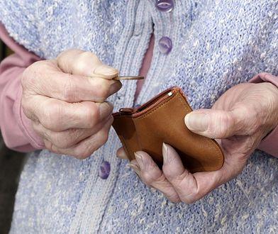 Emerytury w Polsce będą spadać w stosunku do zarobków.