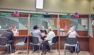 Około 20 tys. zł dodatku w 2018 roku dostali dyrektorzy oddziałów ZUS i ich zastępcy