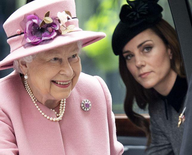 Królowa Elżbieta i księżna Kate