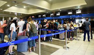 Turyści czekają na lotnisku w Salonikach