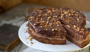 Tort czekoladowy z migdałami. Wyśmienite ciasto na specjalne okazje