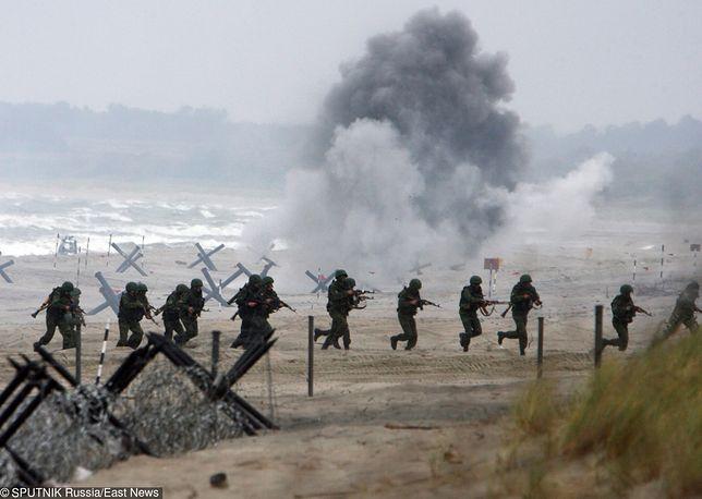 """Rosyjscy żołnierze na Białorusi. Sprzęt jest """"rozładowywany od tygodnia"""""""