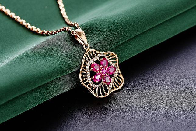 Ażurowe cuda z biżuterii - lekkie, kobiece, delikatne