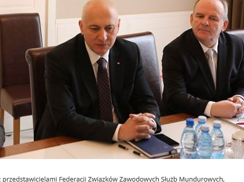 MinisterJoachim Brudziński i pełnomocnik ds. związków zawodowych Edward Zaremba