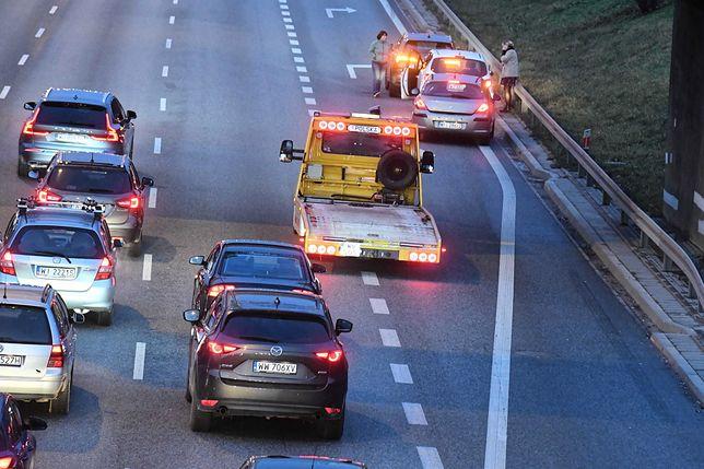 Wypadek w Warszawie na S8. Duże utrudnienia w obu kierunkach