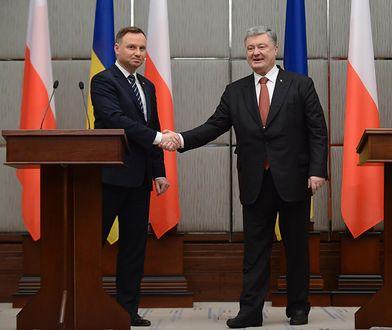 Ukraina: Prezydent RP Andrzej Duda (L) i prezydent Ukrainy Petro Poroszenko (P)
