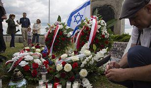 Uroczystości pod pomnikiem w Jedwabnem w 75 rocznicę mordu