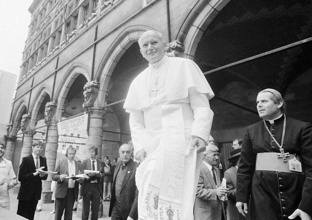 Watykan o filmie BBC o życiu Jana Pawła II: więcej dymu niż ognia
