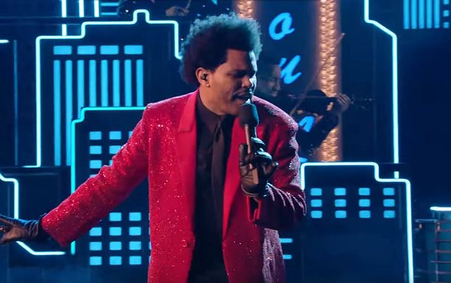 The Weeknd podczas Super Bowl Halftime Show 2021 (fot. Youtube)