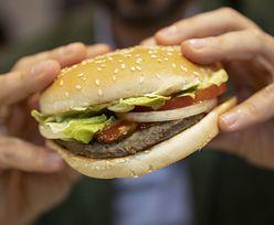 USA. 77-latka zaatakowała burgerem. Poszło o pomidora