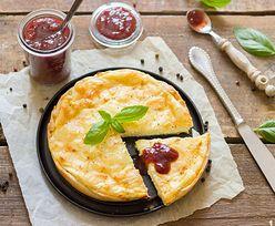 Tarta cytrynowa idealna na lato. Przepis na doskonały deser