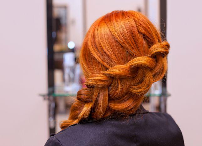 Staranne wykonanie fryzury z warkoczem wymaga wprawy
