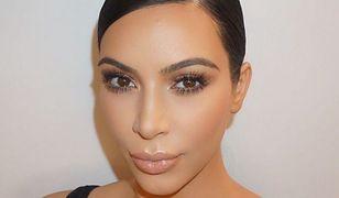 Podstawowa kosmetyczka Kim Kardashian to 50 kosmetyków!