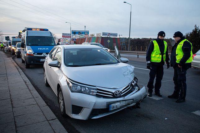 Wypadek z udziałem auta SOP na Trakcie Brzeskim pod Warszawą w lutym 2019 r.