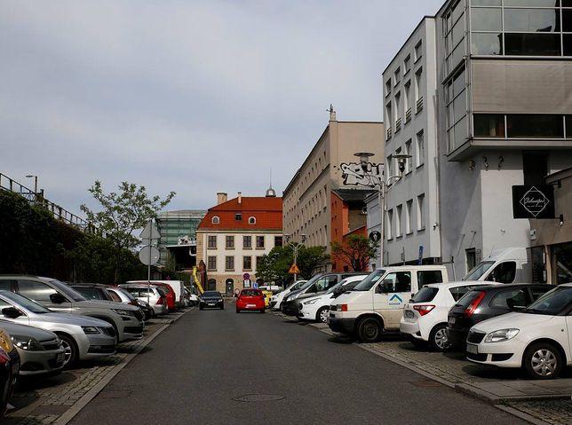 Katowice. Na ulicy Tylnej Mariackiej powstanie 240 miejsc parkingowych.