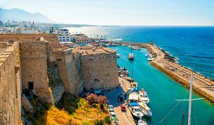 Kyrenia to urokliwe miasto na Cyprze - wyjątkową okoliczną atrakcję stanowi zamek leżący w samym porcie