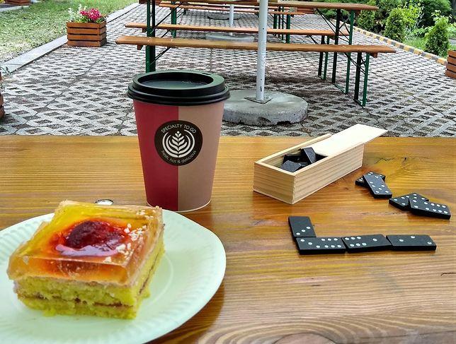 Śląskie. W bielskiej dzielnicy Wapienica powstała kawiarnia, gdzie można wypić kawę i zjeść domowe ciasto, jednocześnie pomagając.