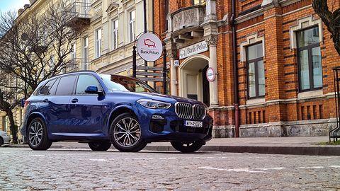 Test BMW X5 xDrive45e: Systemy wsparcia, audio Harman Kardon i napęd hybrydowy