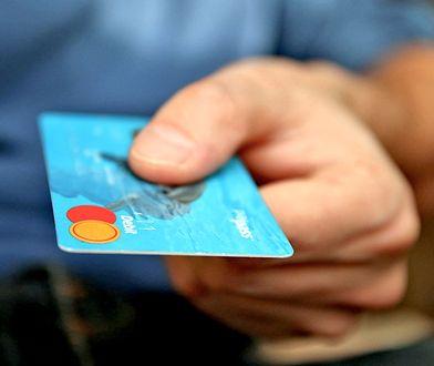 Płatność kartą za granicą. Ile to kosztuje?