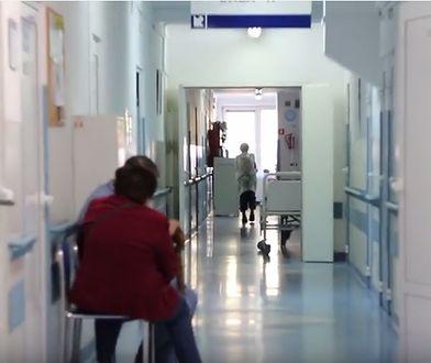 Tomasz Michniewicz zauważył, że księża wchodzą bez zapowiedzi do warszawskich szpitali.