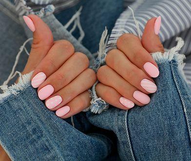 Jak zrobić matowe paznokcie? Możesz skorzystać z kilku sposobów.