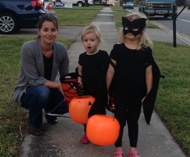 Kristen z córkami.