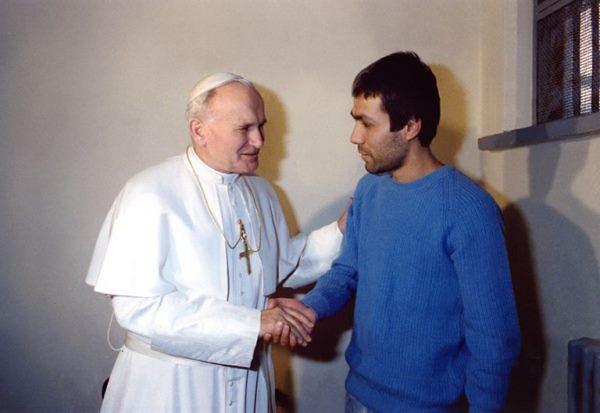 Spotkanie Jana Pawła II z Alim Agcą w 1983 roku