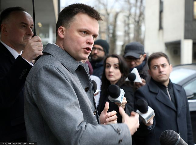 Wybory prezydenckie. Szymon Hołownia przed siedzibą Państwowej Komisji Wyborczej