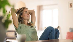 Plamy po antyperspirancie z łatwością usuniesz domowymi sposobami.