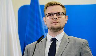 """LGBT na uczelniach. Michał Woś zapowiada zakaz """"promowania ideologii"""""""