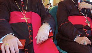 Notowania Kościoła są niższe niż w czerwcu