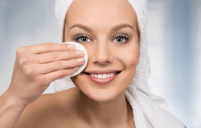Zmywanie makijażu nie musi być uciążliwe - wybierz właściwe kosmetyki do demakijażu